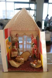 ①お部屋でミニミニパーティーROOM ②家具を色んなところに配置し、少しピンクを多めにしました。